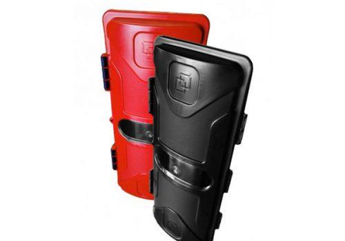A450164 Porta extintor plástico 6/9 kg negro con tapa roja – V3
